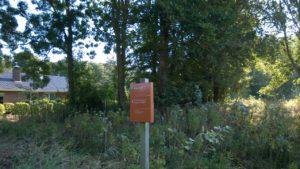 4 - Ingang terrein, hier moet parkeerplekje komen